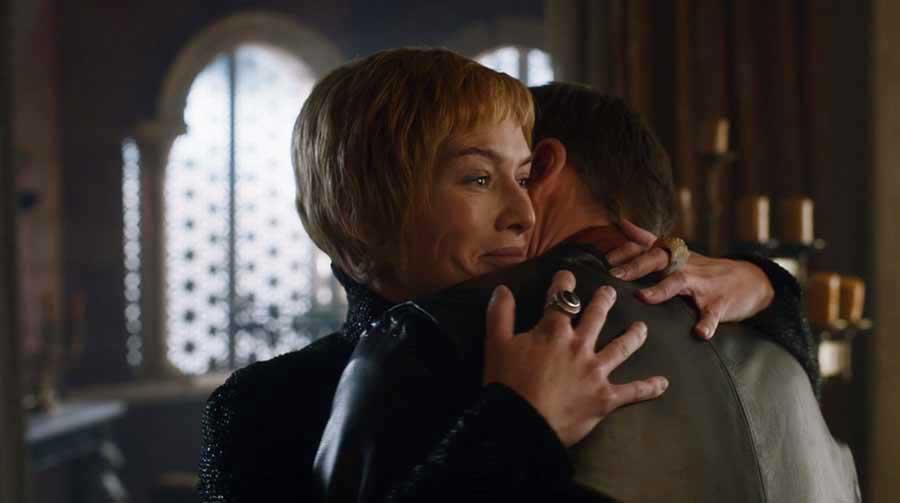 Cersei não faz isso com o coitado.