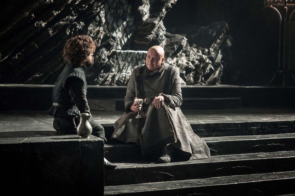 Varys e Tyrion tendo um bate papo