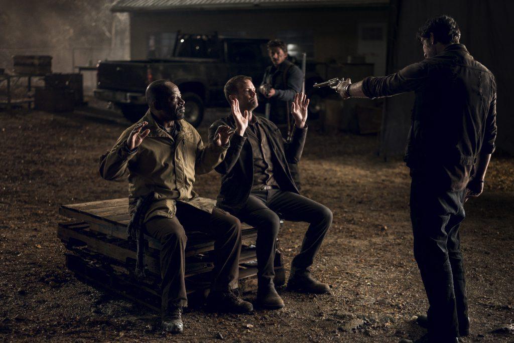Morgan e John capturados por Leland e seu grupo